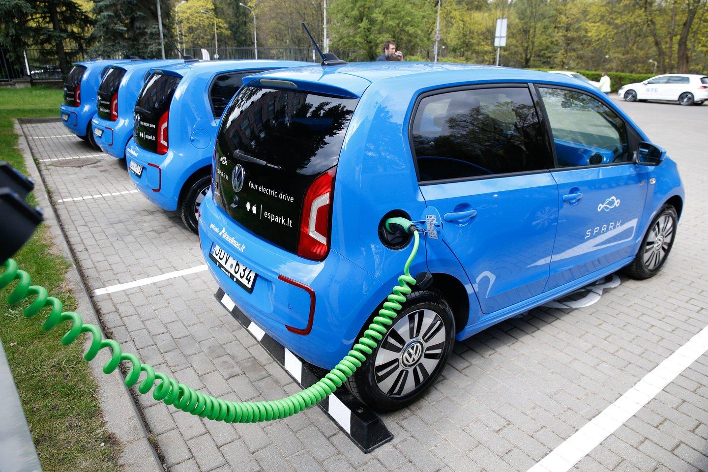Šią vasarą ne mažiau kaip penkiose Vilniaus vietose bus matuojama automobilių keliama tarša realiomis jų važiavimo sąlygomis.<br>T.Bauro nuotr.