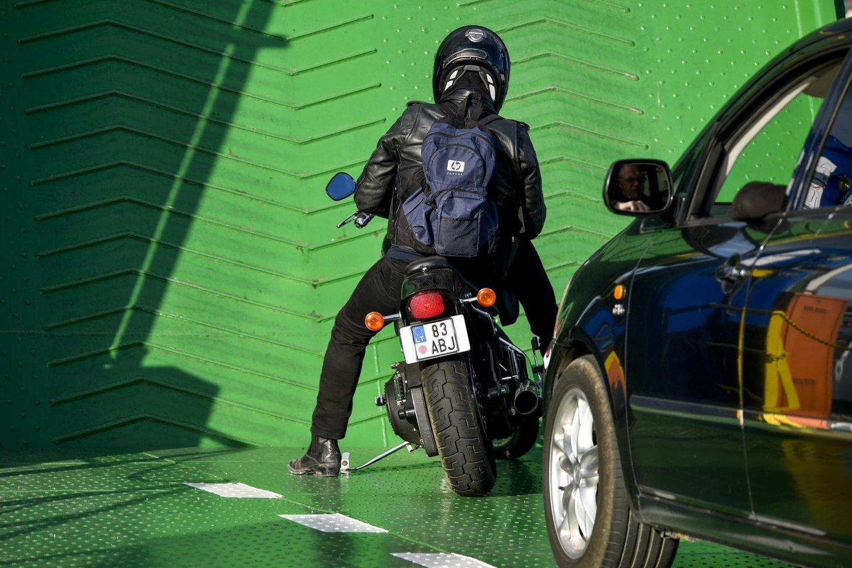 Pagrindinis oro taršos Klaipėdoje šaltinis yra transportas, o klaipėdiečiai už oro taršos pasekmes moka daugiausiai Lietuvoje.<br>V.Ščiavinsko nuotr.