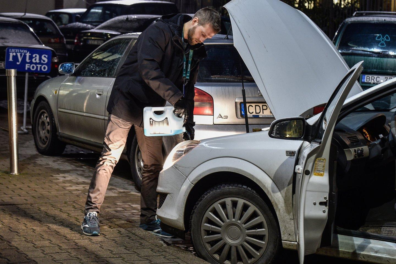 Kad pagrindiniai eksploataciniai automobilio komponentai yra variklio ir transmisijos alyvos bei stabdžių skysčiai, žino visi vairuotojai.<br>V.Ščiavinsko nuotr.