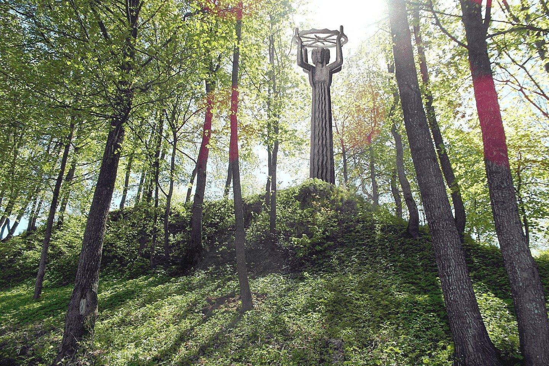 """""""Lietuva-Legenda"""" buvo išlieta Sankt Peterburgo (Leningrado) liejykloje """"Monument skulptura"""" 1991 metais, jai prireikė 10 tonų bronzos. Tačiau atvežta į Lietuvą ji taip ir nebuvo pastatyta.<br>Nuotr. iš E.Šalčio archyvo"""
