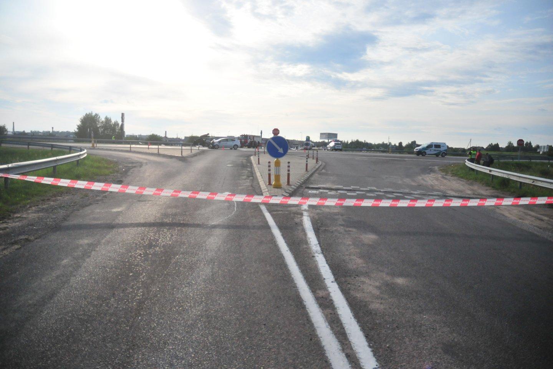 Kelias Vilnius–Utena sudėtas iš betono plokščių, kurios susidėvėjo.<br>A.Vaitkevičiaus nuotr.