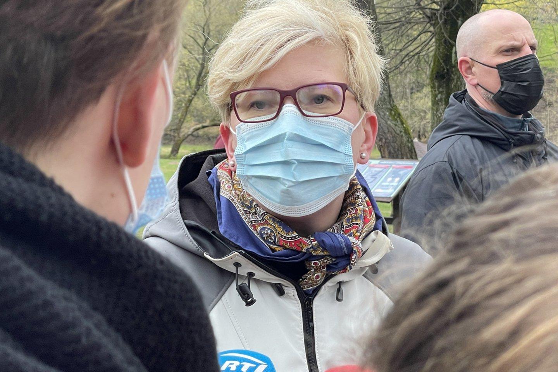 I.Šimonytė savaitgalį dalyvavo švarinimo akcijoje.<br>V.Ščiavinsko nuotr.
