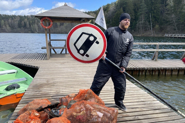 Nardymo akademijos narai šeštadienį valė ir Žaliųjų ežerų dugną<br>V.Ščiavinsko nuotr.