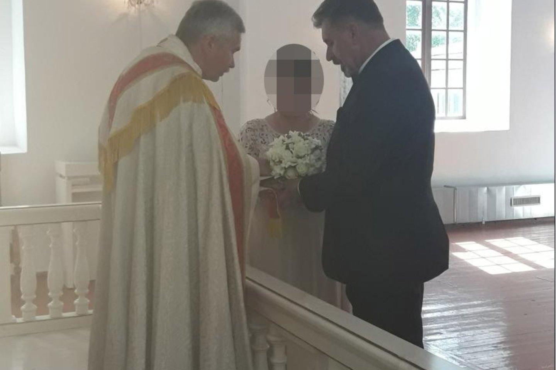 """""""Latvijoje liuteronų kunigas paklausė, ar Robertas ima mane į žmonas, ar aš jį – į vyrus"""", – pasakojo Svetlana.<br>Nuotr. iš asmeninio albumo"""
