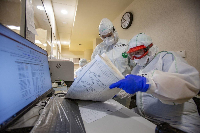 Vakcinacijos tempai įgauna vis didesnį pagreitį, tačiau klastingi koronaviruso vingiai vis dar neleidžia pasiekti lūžio taško.<br>kiti