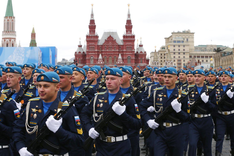 Maskvoje sekmadienį prasidėjo Pergalės dienos paradas minint 76-ąsias Antrojo pasaulinio karo pabaigos metines. <br>AP/Scanpix nuotr.
