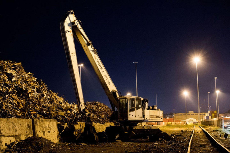 Metalo laužas Nemuno terminale naktį nekraunamas.<br>Vitos Jurevičienės nuotr.