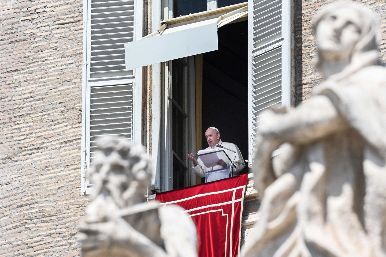 Popiežius ragina nutraukti susirėmimus Jeruzalėje. <br>AFP/Scanpix nuotr.
