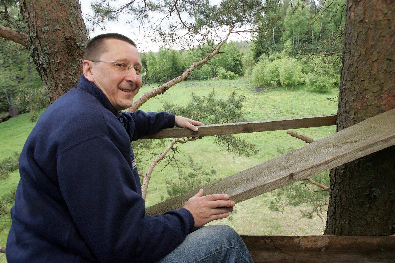 Vytautas Šerėnas ir jo kaimo turizmo sodyba.Medžioklės bokštelis<br>P.Lileikio nuotr.