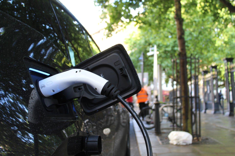 Paskaičiuota, kiek pasaulyje šiuo metu važinėja elektromobilių.<br>www.unsplash.com nuotr.
