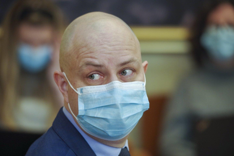Sveikatos apsaugos ministrui A.Dulkiui jo pirmtakas A.Veryga vis dažniau pažeria kritikos.<br>V.Ščiavinsko nuotr.