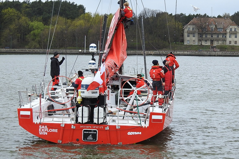 """Pirmoji finišavo Lenkijos jachta """"Sailing Poland"""".<br>G.Pilaičio nuotr."""