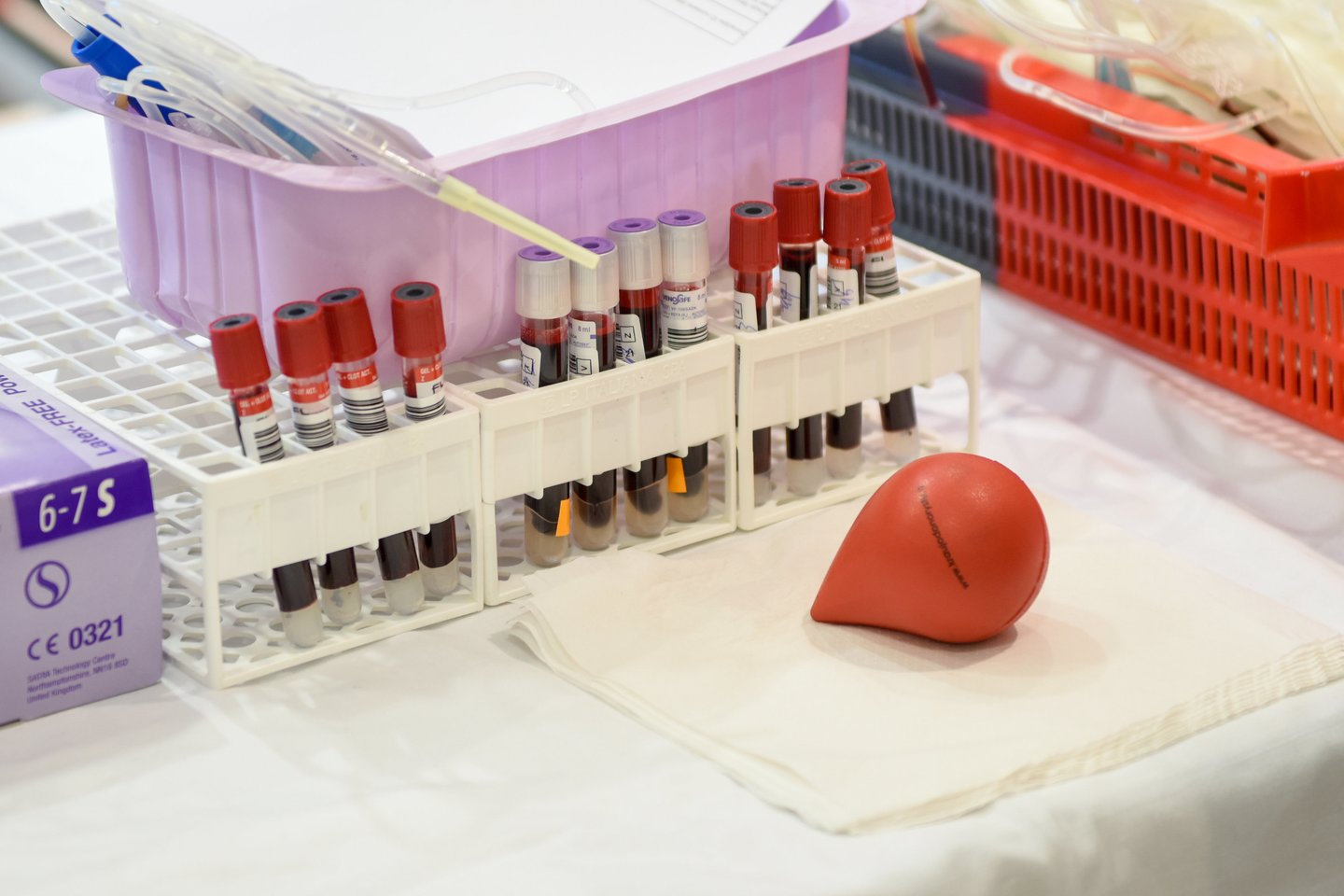 Vilniaus universiteto Santaros klinikose trūksta kraujo, prašoma atsiliepti donorų.<br>D.Umbraso nuotr.