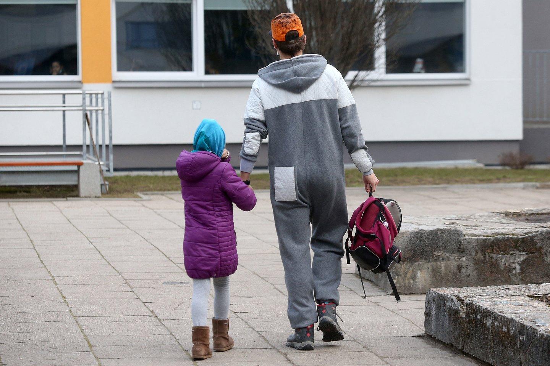 Koronavirusui nesitraukiant, o priešingai – sergamumui tik augant, Kauno rajono savivaldybė nusprendė pradėti paviršių testavimą vaikų darželiuose.<br>M.Patašiaus asociatyvi nuotr.