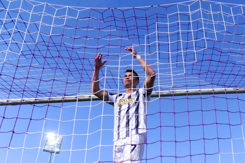 """C.Ronaldo gali palikti """"Juventus"""", nes klubas turi visus šansus iškristi iš """"Serie A"""".<br>AFP/Scanpix.com nuotr."""