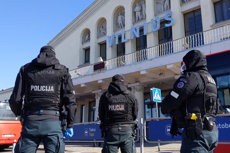 Iš viso šiemet pasieniečiai sulaikė 194 asmenis, kurie dėl įvairių priežasčių buvo ieškomi Lietuvos bei užsienio teisėsaugos institucijų.<br>V.Skaraičio asociatyvi nuotr.