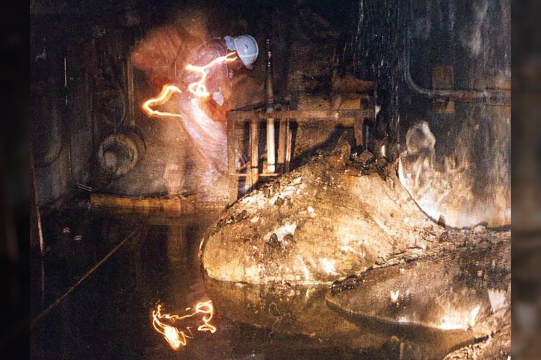 """Garsioji """"dramblio pėda"""" – masė, kuri susidarė lydantis uranui, grafitui, betonui ir smėliui.<br>Wikimedia commons"""