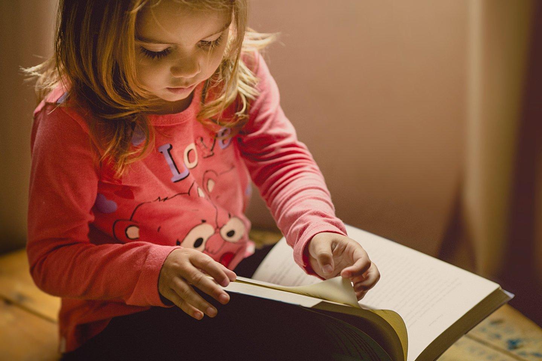 """Praėjusiais metais vaikai skaitė valanda daugiau nei anksčiau.<br>""""Unsplash"""" nuotr."""