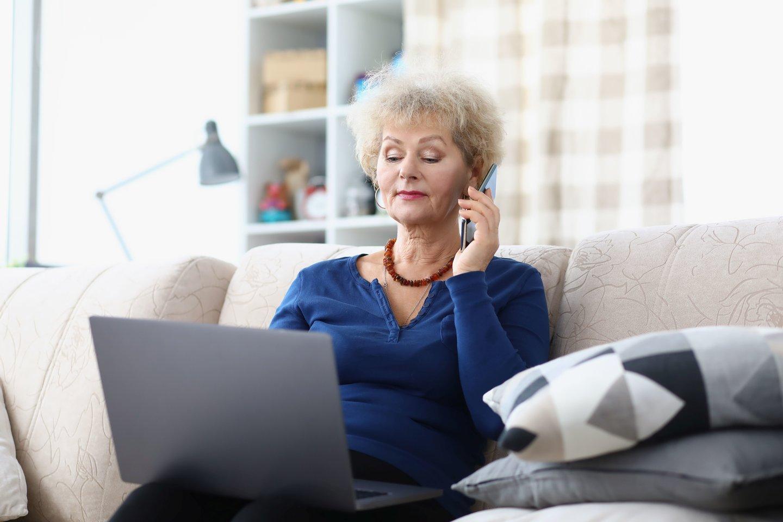 Romantinių apgavysčių akivaizdoje vyresni žmonės gali būti potencialiai paveikesni sukčių vilionėms, nes turi mažesnį informacinį raštingumą.<br>123rf nuotr.