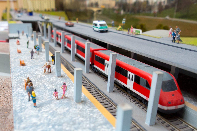Susisiekimo ministras Marius Skuodis skeptiškai vertina metro Vilniuje bei naujo oro uosto statybos idėjas, tačiau remtų tramvajaus projektą sostinėje.<br>V.Ščiavinsko nuotr.