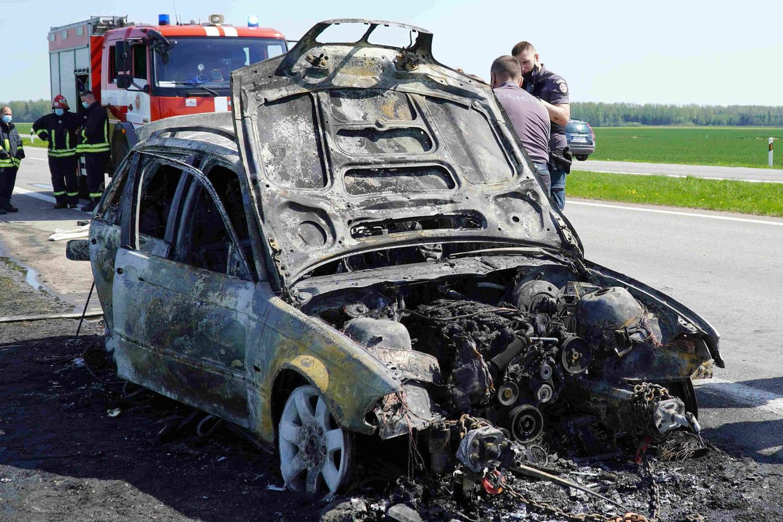 Ugnis automobilį suniokojo nepataisomai.<br>A.Baltrūno nuotr.