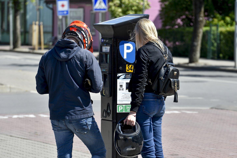 Šiemet padidinti mokestį už automobilių statymą nusprendė ne tik Klaipėdos, bet ir Palangos miesto savivaldybė. Didesni tarifai įsigalios jau nuo šio šeštadienio, gegužės 15 d.<br>V.Ščiavinsko nuotr.