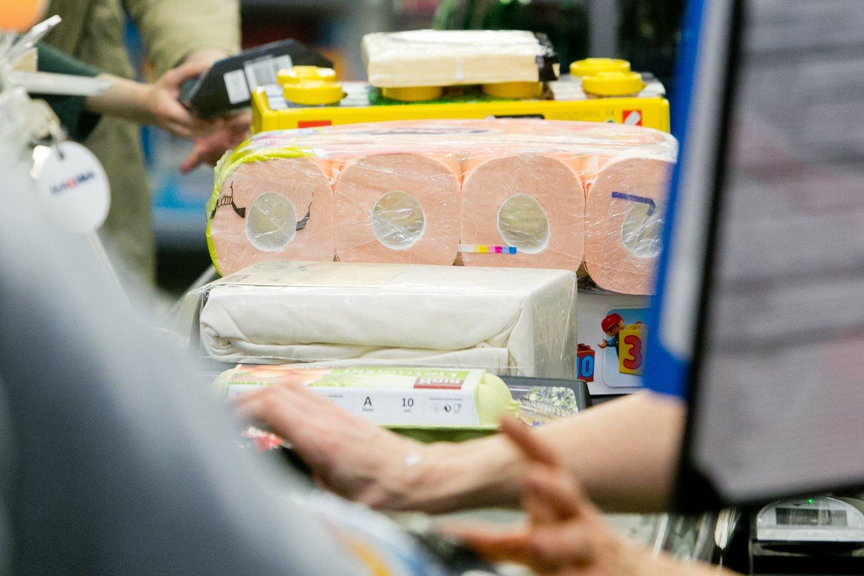 Užsienyje jau kalbama apie brangstančias žaliavas ir stringančią logistiką, todėl įspėjama, kad popierinės prekės, tarp jų ir tualetinis popierius, gali brangti.<br>T.Bauro nuotr.