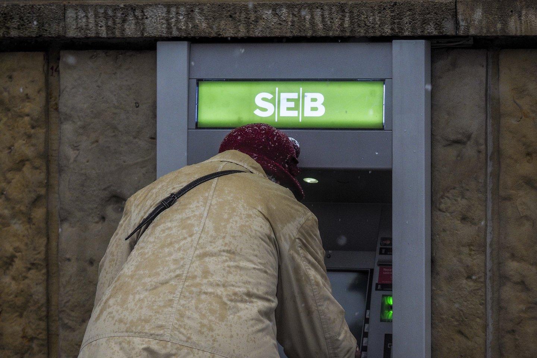 Lietuvoje siūloma bankomatus statyti taip, kad 95 proc. žmonių juos pasiektų 5 km spinduliu.<br>V.Ščiavinsko nuotr.
