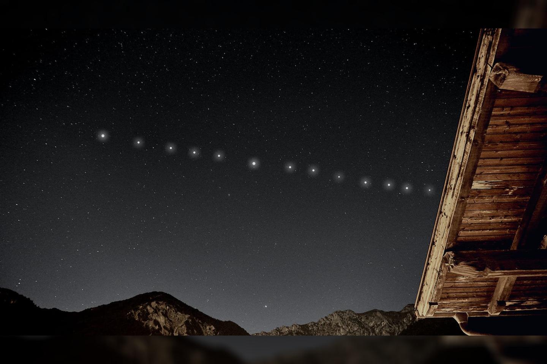 """""""Starlink"""" - tai šiek tiek kontraversiškas išradimas, sukurtas privačios JAV astronautikos bendrovės """"SpaceX"""", siekiant užtikrinti internetinę prieigą bet kurioje mūsų planetos vietoje.<br>starwalk.space nuotr."""