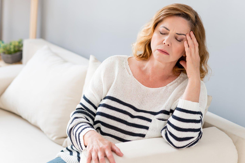 Kaip numalšinti galvos skausmą – tai klausimas, kurį vaistininkai kasdien išgirsta bent kelis kartus.<br>123rf nuotr.