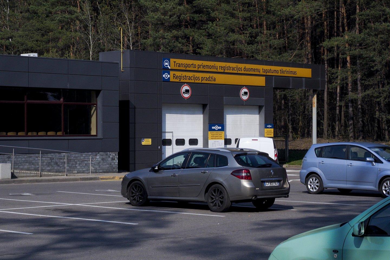 Nuo gegužės 1 d. pasikeitė iš užsienio įvežamų transporto priemonių įsigijimo ir registracijos procesas.<br>V.Ščiavinsko nuotr.