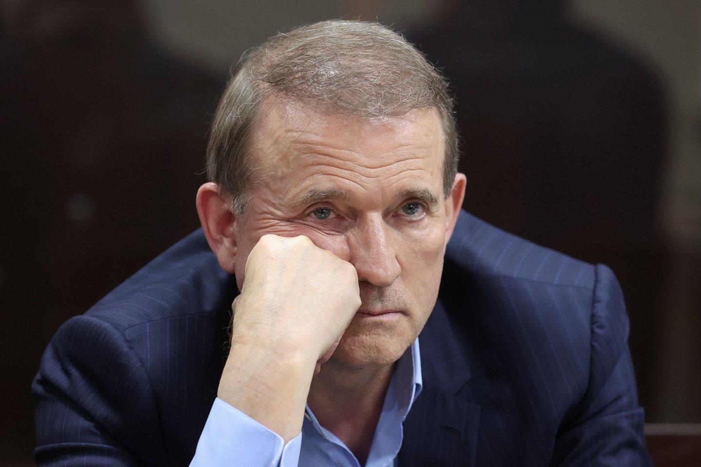 Kijevo teismas ketvirtadienį skyrė namų areštą įtakingam prorusiškam parlamentarui Viktorui Medvedčukui.<br>REUTERS/Scanpix nuotr.