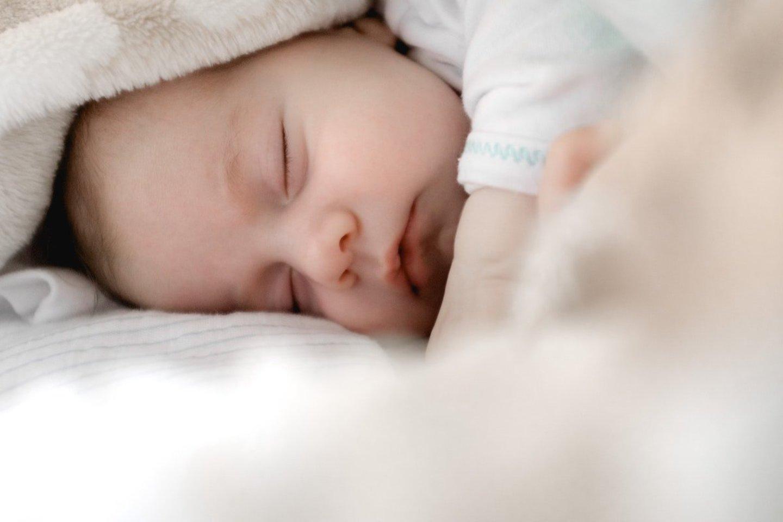 """Vaikų neurologė paaiškino, kad ritualai mažyliams visų pirma reiškia saugumą, o tvarkai sutrikus, vaikai gali net pradėti jausti stresą.<br>""""Unsplash"""" nuotr."""
