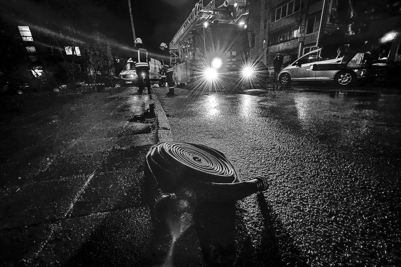 Apie gaisrą atliekų tvarkymo įmonėje pranešta šiąnakt, kiek po 2 val.<br>V.Ščiavinsko nuotr.