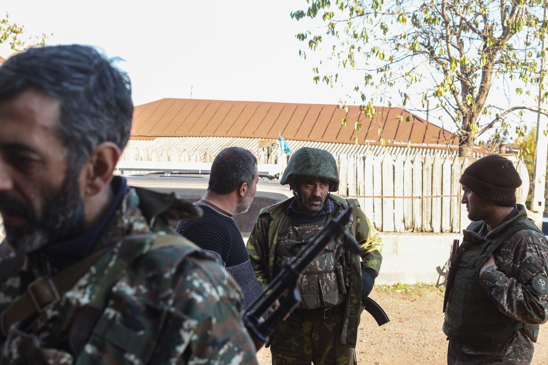 """Armėnijos gynybos ministerija pranešė, kad anksti rytą Azerbaidžano ginkluotosios pajėgos """"sienos koregavimo"""" tikslais mėgino atlikti """"tam tikrus darbus"""" viename iš Siuniko srities pasienio rajonų.<br>SIPA/Scanpix nuotr."""