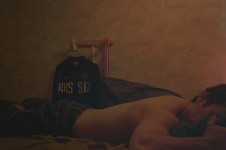 """Kadras iš filmo """"Tylus balsas"""". Čia gali būti bet kuris netradicinės lytinės orientacijos čečėnas."""