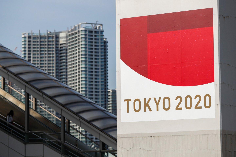 Tokijuje pateikta peticija dėl olimpiados atšaukimo.<br>Reuters/Scanpix nuotr.