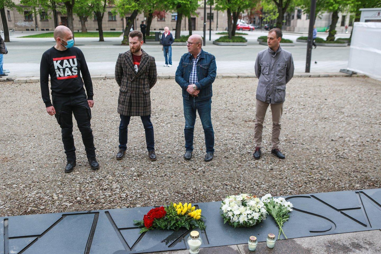 Kauno vadovų komanda pagerbė R.Kalantos atminimą.<br>G.Bitvinsko nuotr.