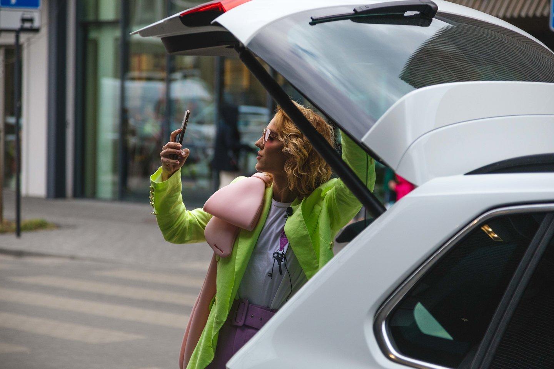 """Indrė Kavaliauskaitė išbandė naująjį """"Volkswagen Tiguan""""."""