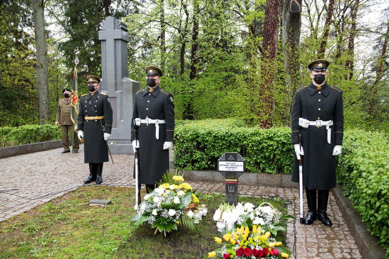 Antakalnio kapinėse pašventintas antkapinis paminklas A. Kraujeliui-Siaubūnui.<br>A.Piliadžio nuotr.