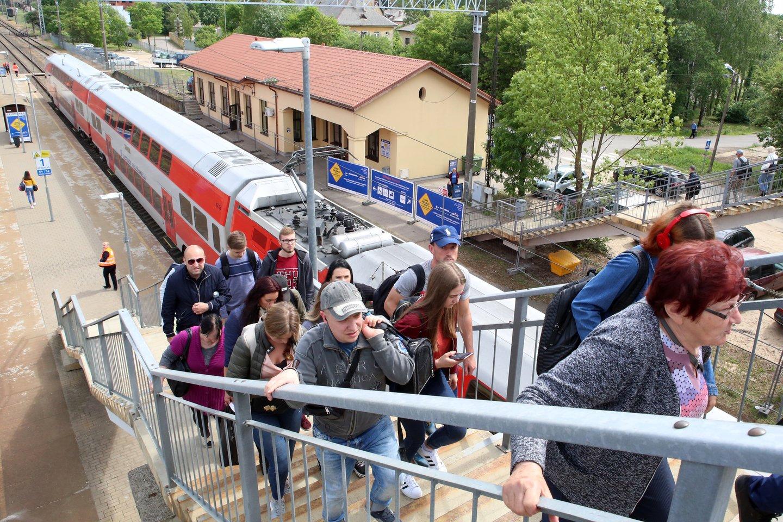 Balandžio mėnesį, atlaisvinus judėjimo tarp savivaldybių ribojimus, keleivių srautas ėmė nuosaikiai didėti.<br>M.Patašiaus nuotr.