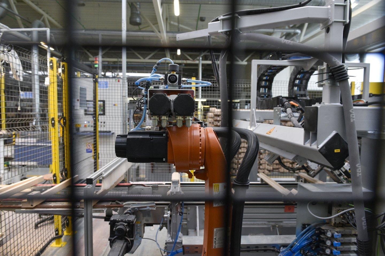 Dėl kovido gamykla pernai du mėnesius stovėjo be darbo.<br>V.Ščiavinsko nuotr.