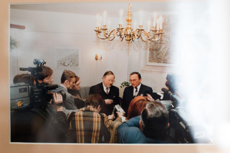 """Vila """"Auska"""": anksčiau ir dabar. Joje vykdavo politikų susitikimai.<br>ve.lt nuotr."""