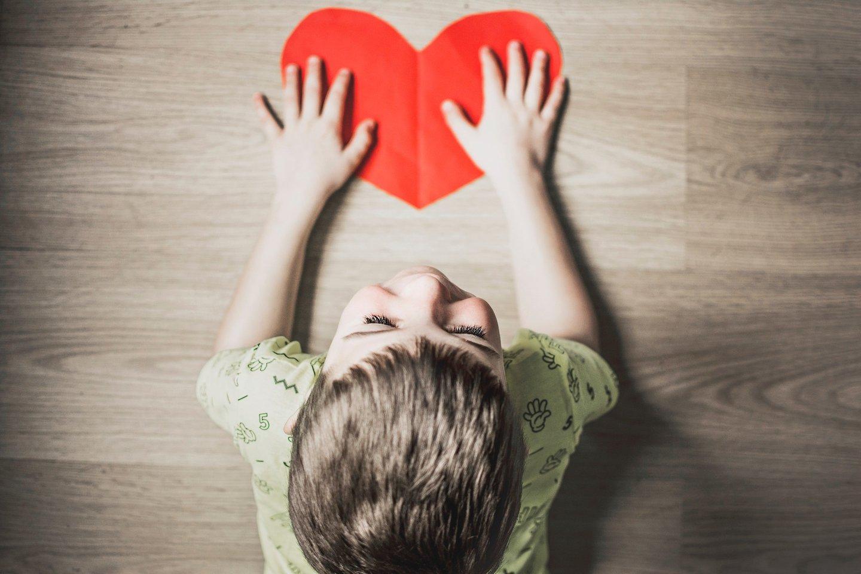 """Šių metų Šeimos dienos tema – """"Šeimos ir naujosios technologijos"""" ir daugiausiai dėmesio siūloma skirti analizuojant, gerinant naujų technologijų poveikį šeimų gerovei.<br>""""Unsplash"""" nuotr."""