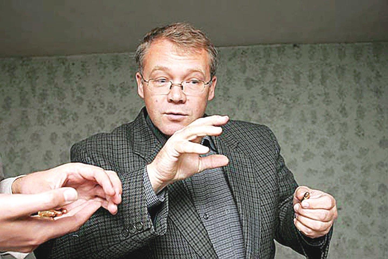 """Iš posto pasitraukęs O.Sitnikovas nenoriai atsakinėjo į """"Lietuvos ryto"""" klausimus."""