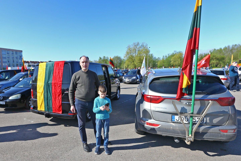 Maršo dalyvių susirinkimas ir pajudėjimas Vilniaus link Šiauliuose.<br>G.Šiupario nuotr.