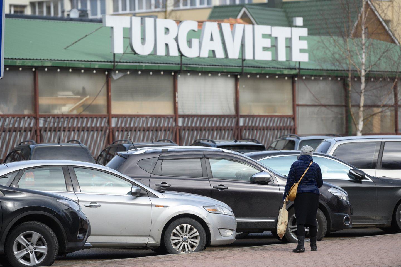 Palangoje nuo šeštadienio pradedama rinkti rinkliava už automobilių stovėjimą.<br>V.Skaraičio nuotr.