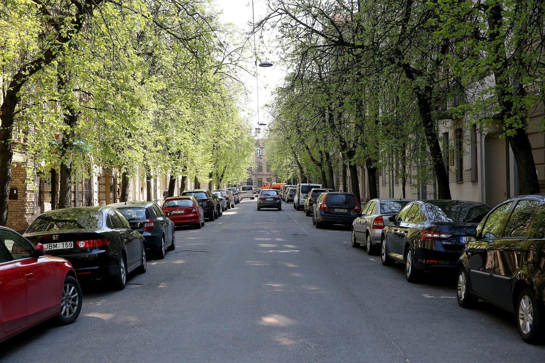 Kaštonų gatvėje vieną dieną ant namų durų buvo iškabinti lapeliai, kuriuose teigiama, jog norima pakeisti gatvės pavadinimą.<br>R.Danisevičiaus nuotr.