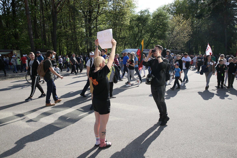 """Kontroversiškai vertinamas """"Didysis šeimos gynimo maršas"""" Vingio parke.<br>lrytas.lt koliažas."""