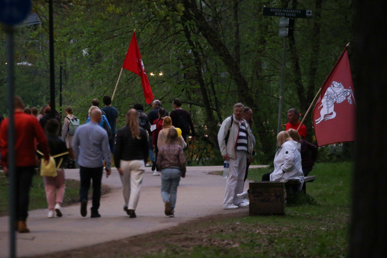 Prieštaringai vertinamo maršo dalyviai apie 21 valandą ėmė skirstytis.<br>T.Bauro nuotr.